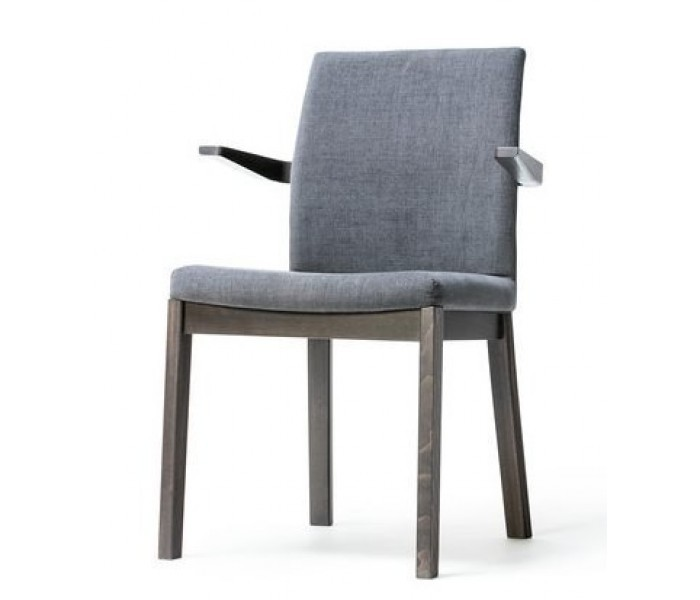 Moon Armchair1 use2