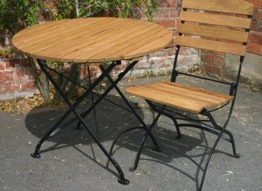 Broseley round folding table with Brosley chair3